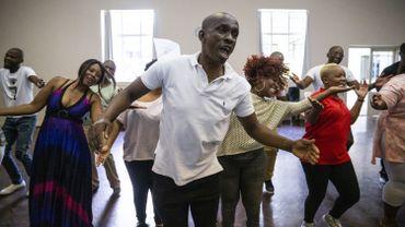 A Johannesburg, le bruit rythmé de pieds et de mains tapant à l'unisson remplit la salle où le Soweto Gospel Choir répète, le 21 février 2019
