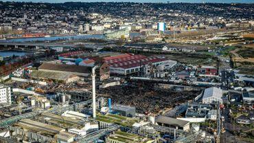 Vue aérienne de la zone industrielle de Rouen le 9 décembre 2019, avec au centre les dommages liés à l'incendie de l'usine Lubrizol