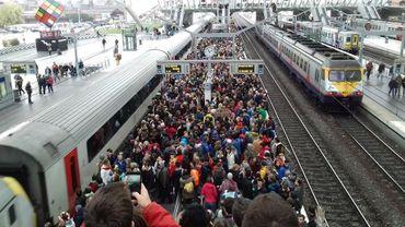 """""""Gestion catastrophique"""": la SNCB accusée de ne pas avoir prévu assez de trains en vue de la Marche pour le climat"""
