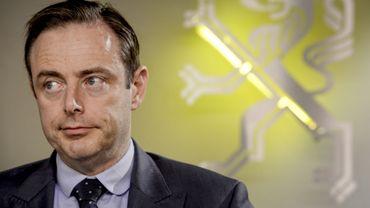 Le bourgmestre Bart De Wever a défendu sa politique en matière de sécurité.