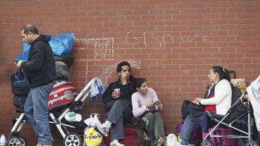 Des Roms délogés de la gare du Nord à Bruxelles vivant désormais dans la rue, place Gaucheret à Schaerbeek