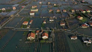 Vue aérienne prise le 11 janvier 2021 du village d'Obot (Albanie), inondé après des pluies diluviennes
