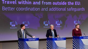 Le commissaire européen à la justice Didier Reynders et la commissaire européenne aux affaires intérieures de la Suède Ylva Johansson s'expriment lors d'une conférence de presse sur les voyages à l'intérieur et à l'extérieur de l'UE: meilleure coordination et garanties supplémentaires au siège de l'UE à Bruxelles le 25 janvier 2021.