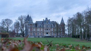 Le château a été construit au dix-neuvième siècle, mais son donjon est médiéval.