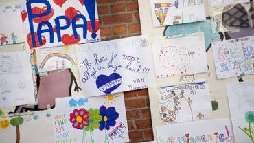 """Des dessins d'enfants de l'école Sint-Lambertus d'Heverlee pour """"Meester Franck"""", qu'ils appelaient """"Papa"""""""