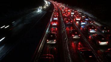 L'éclairage était éteint dès 0H30 sur les grands axes routiers wallons. La technologie LED installée à partir de juin leur rendra la lumière toute la nuit.