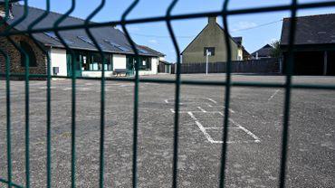 Coronavirus en France: plus de 80 écoles fermées, de nombreux cas dans les universités