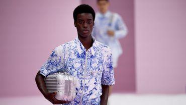 Babacar N'doye, mannequin qui a le plus défilé durant la Fashion Week Homme printemps-été 2020, s'est illustré sur le podium de Dior Homme.