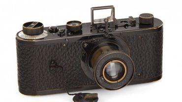 Le Leica 0 de 1923, appareil photo le plus cher de l'histoire, vendu 2,4 millions d'euros à Vienne.