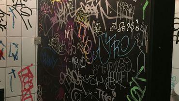 graffitis WC