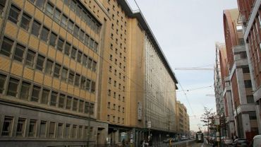 L'ancien centre de tri postal, près de la gare du Midi... des dizaines de milliers de m² vides depuis plus d'une décennie!