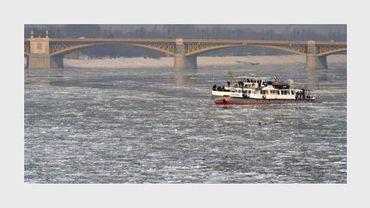 Un brise-glace sur le Danube, à Budapest, le 10 février 2012