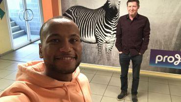 Marco Ilaimaharitra se livre au petit jeu du selfie