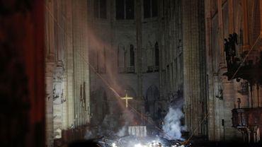 Incendie à Notre-Dame de Paris: après des heures de lutte, l'incendie est maîtrisé par les pompiers