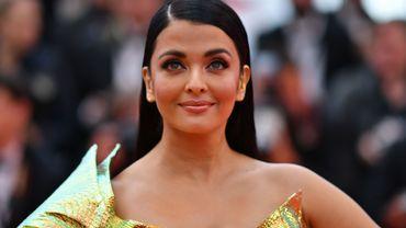 Éblouissante, l'Indienne Aishwarya Rai Bachchan, a opté pour des sourcils marqués, une bouche corail et un fard doré. 9 mai 2019