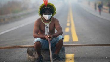A membre de la tribu Kayapo lors d'une manifestation contre la déforestation près de Novo Progresso, au Brésil en août 2020