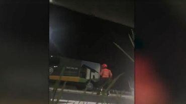 Deux policiers blessés après une fusillade sur l'E42 à Tiège