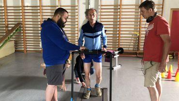 Tonton Maurice (Vincent Pagé) s'entraîne pour battre le record du monde du 100 mètres pour centenaire.