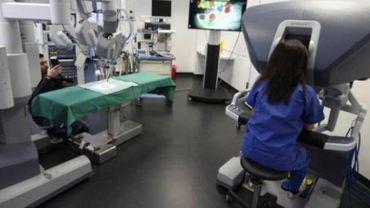 Pour la première fois en Belgique, un enfant a été opéré du cœur à l'aide d'un robot