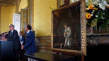 La toile a été confrontée un jour de fermeture du Louvre avec les quinze autres Le Nain exposés au musée, sur 75 connus dans le monde.