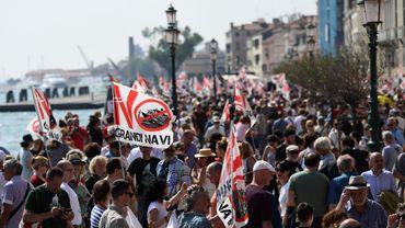 Les Vénitiens manifestent pour l'interdiction des paquebots après l'accident impliquant un bateau de croisière
