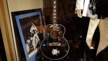 USA: la guitare fétiche d'Elvis vendue 334.000 dollars aux enchères