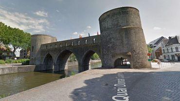 A Tournai, le Pont des Trous va être démoli puis reconstruit, pour laisser passer des plus grosses péniches sur l'Escaut.