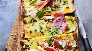 Pizza pomme de terre et butternut, parme et pesto cresson-basilic