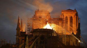 L'incendie de Notre-Dame a détruit entièrement la flèche et la toiture.