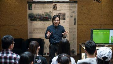 Le professeur Xie Shu à la prestigieuse Université de Tianjin, enseigne la drague à ses étudiants, le 29 avril 2016