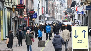 """Le Danemark a commencé mardi à utiliser son """"passeport"""" Covid, sésame d'un plan de réouverture progressif du pays d'ici fin mai."""