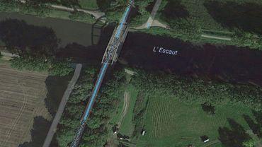 Le pont Bolus, où une voiture a plongé dans l'Escaut ce matin