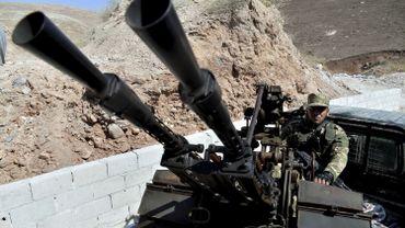 """Syrie: les djihadistes retirent leurs armes lourdes de la future """"zone démilitarisée"""""""