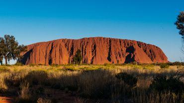 Uluru, l'emblème du désert australien et le coeur spirituel des Aborigènes.