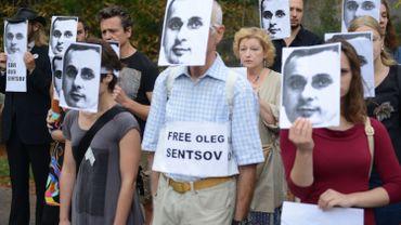 La solidarité entoure Oleg Sentsov depuis des semaines. (Ici,  à Prague en août dernier, devant l'ambassade de Russie).