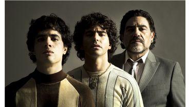 Trois acteurs argentins - Nazareno Casero, Juan Palomino et Nicolas Goldschmidt - incarnent Diego Maradona à trois époques de sa vie, parsemée de scandales, de femmes, de drogue et dopage.