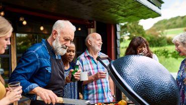"""Coronavirus: partager un barbecue en extérieur """"ne sera pas pour tout de suite"""" selon Marc Van Ranst"""