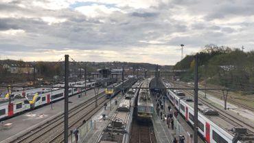 La gare d'Ottignies sera bientôt équipée d'une passerelle avec ascenseurs pour permettre aux PMR d'accéder facilement aux quais.