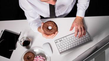 Le stress au travail, finalement pas coupable des kilos en trop