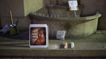 Une photo d'Asia Bibi est exposée sur le Parvis des droits de l'Homme à Paris lors d'un rassemblement pour sa libération, le 29 octobre 2014