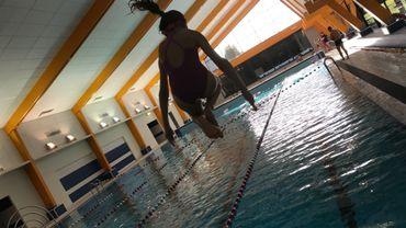 Les premiers plongeons avec les élèves de l'école du centre d'Anderlues.