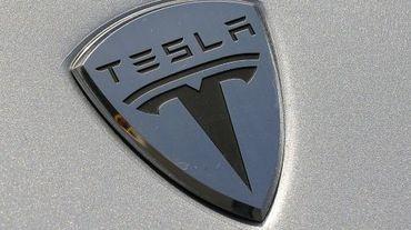 Le logo du fabricant californien de véhicules électriques de luxe, le 26 mars 2009