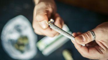 La combinaison cannabis-tabac pourrait être liée à des troubles du comportement chez les jeunes adultes