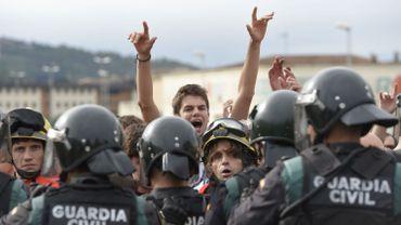 Référendum en Catalogne: la tension monte entre la police nationale et les indépendantistes, 38 personnes blessées