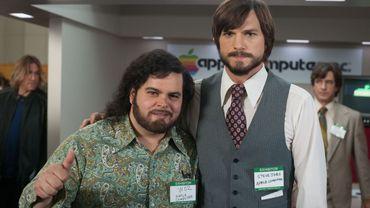 """Josh Gad et Ashton Kutcher incarnent Steve Wozniak et Steve Jobs dans """"jOBS"""""""