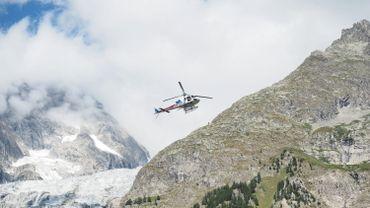 Un hélicoptère qui participait aux recherches pour retrouver les alpinistes italiens