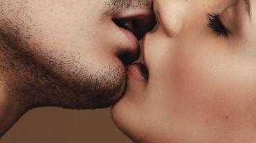 Le baiser, un acte chargé d'émotions et de sens