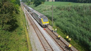 L'accident a eu lieu à un endroit où il n'y a ni passage à niveau, ni gare à proximité.