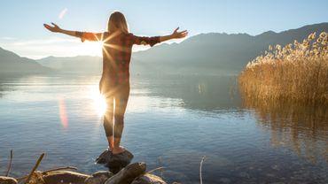 Pour obtenir un effet puissant, l'idéal est de pratiquer l'exercice pendant 5 minutes.