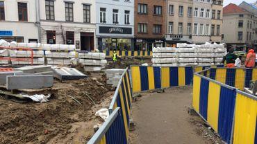 Les commerçants près de la place Fernand Cocq ont des travaux devant leur entrée depuis un an et demi.